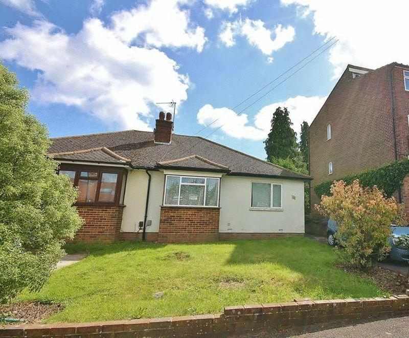 2 Bedrooms Bungalow for sale in Sunnybank, Warlingham