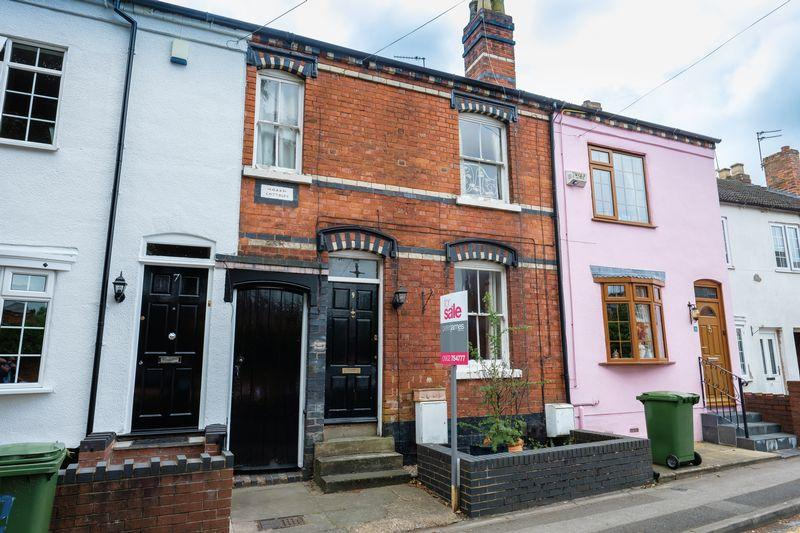 3 Bedrooms Terraced House for sale in Limes Road, Tettenhall, Wolverhampton