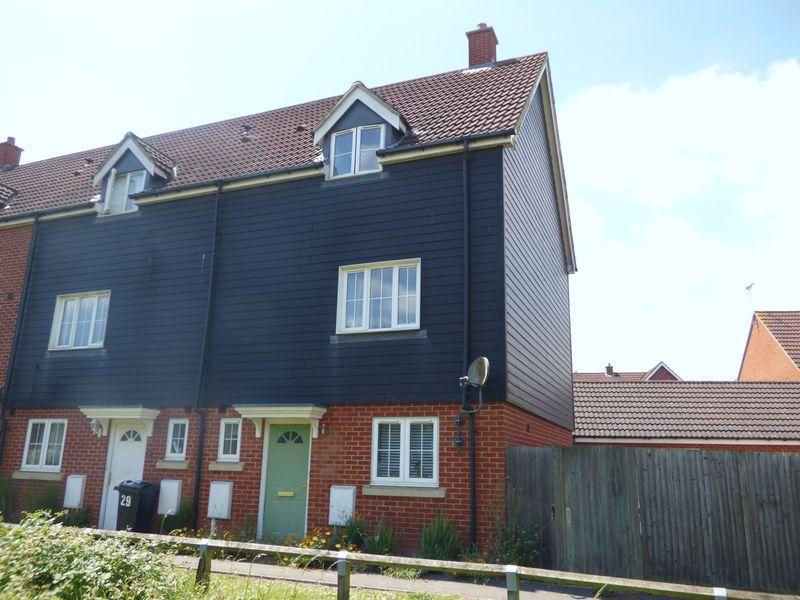 4 Bedrooms Terraced House for sale in Deyley Way, Ashford