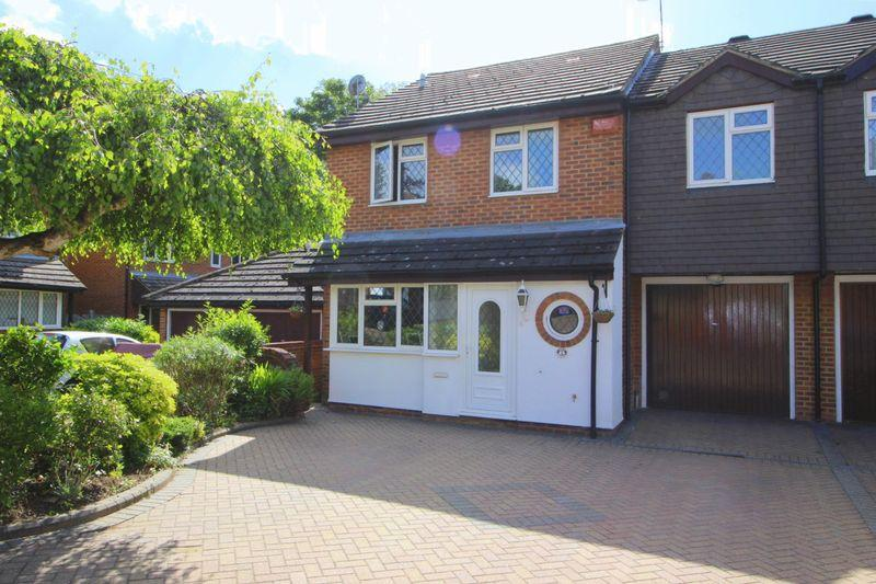 4 Bedrooms Semi Detached House for sale in Sedcombe Close, Sidcup