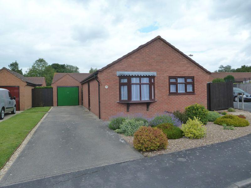 2 Bedrooms Detached Bungalow for sale in Millers Way, Alford