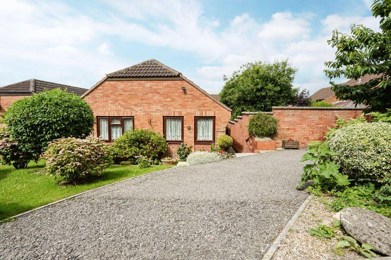 2 Bedrooms Detached Bungalow for sale in Devizes, Wiltshire, SN10 3SB