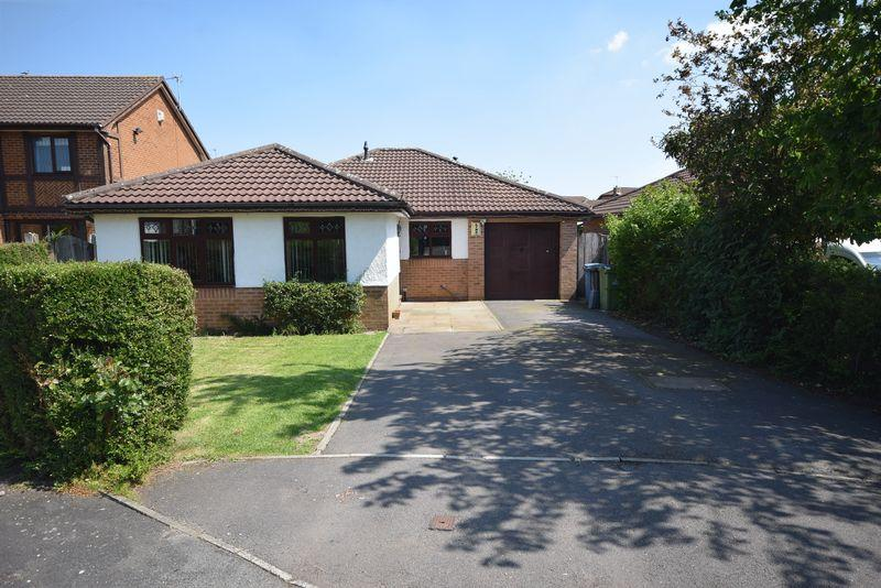 3 Bedrooms Detached Bungalow for sale in Aubourn Close, Widnes