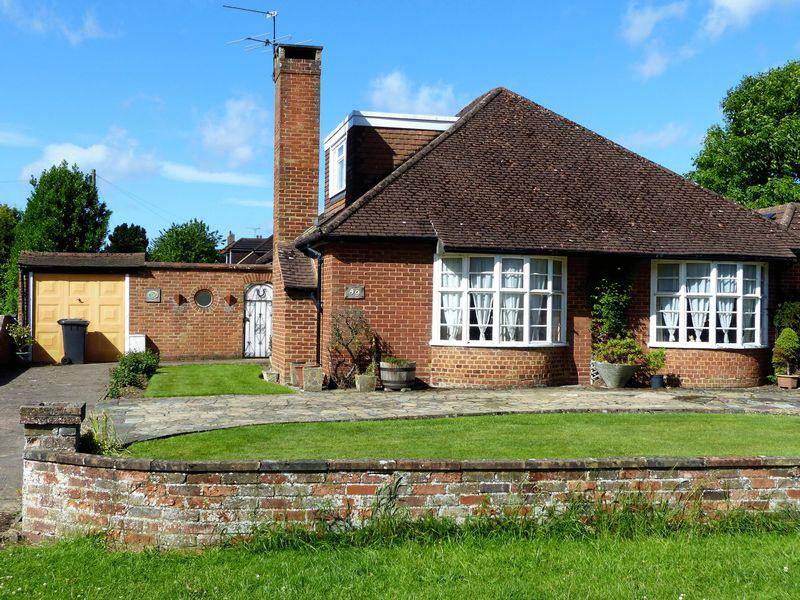 3 Bedrooms Detached Bungalow for sale in Flackwell Heath