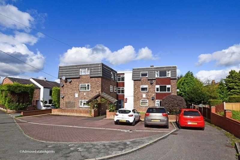 2 Bedrooms Apartment Flat for sale in Grove Court, Lymm