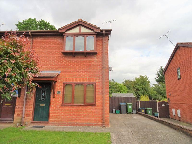 2 Bedrooms Semi Detached House for sale in Glascoed Way, Wrexham