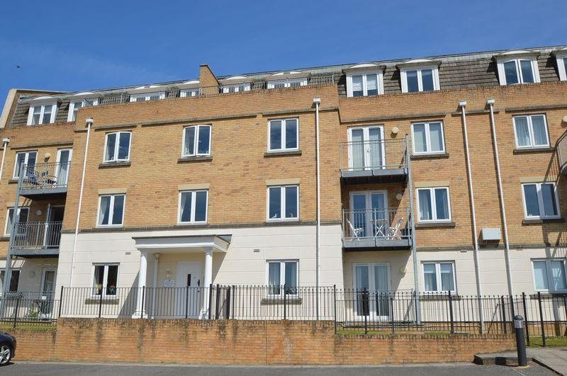 2 Bedrooms Apartment Flat for sale in East Cowes, PO32 6SU