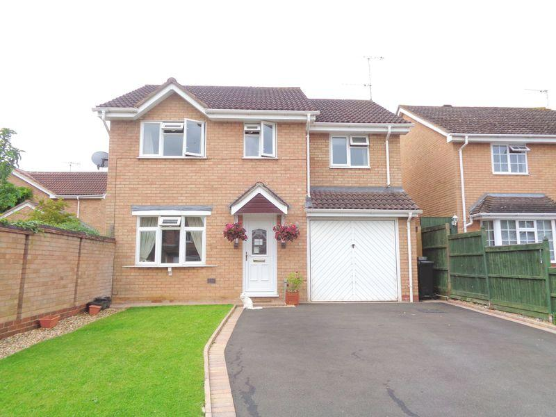 4 Bedrooms Detached House for sale in Hazel Avenue, Evesham