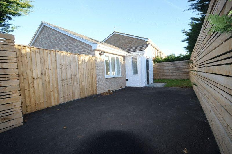 2 Bedrooms Detached Bungalow for sale in Branwell Close, Christchurch