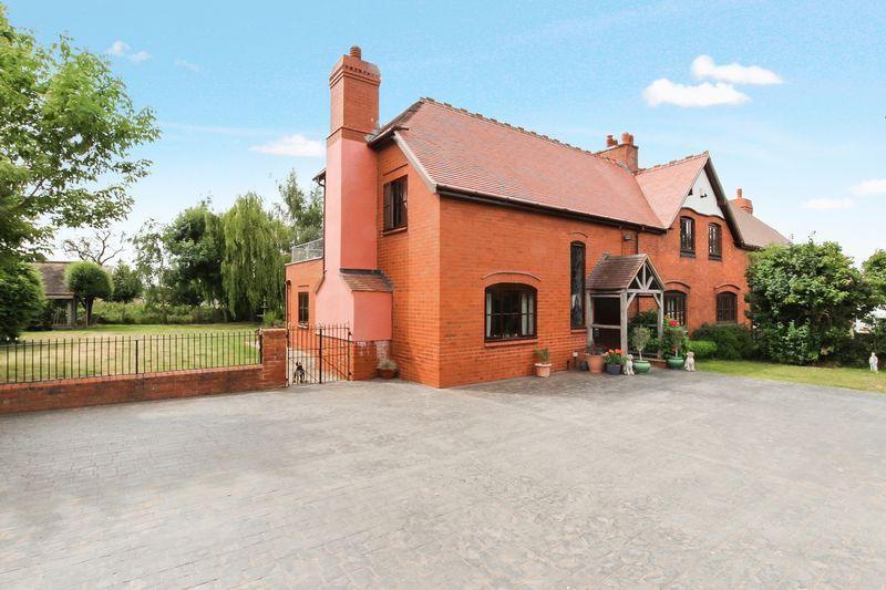 3 Bedrooms Semi Detached House for sale in BREINTON