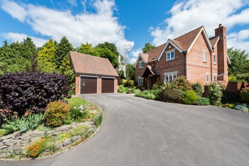 5 Bedrooms Detached House for sale in Anastasia, Southend, Garsington, Oxford