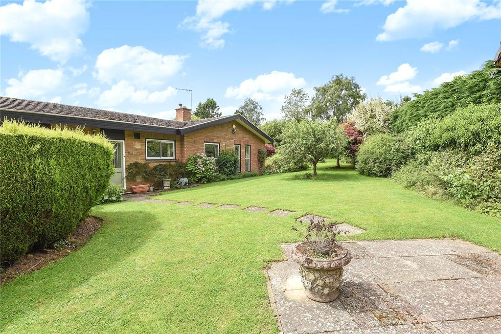 4 Bedrooms Detached Bungalow for sale in Neale Close (Off Thorburn Road), Weston Favell, Northampton, NN3