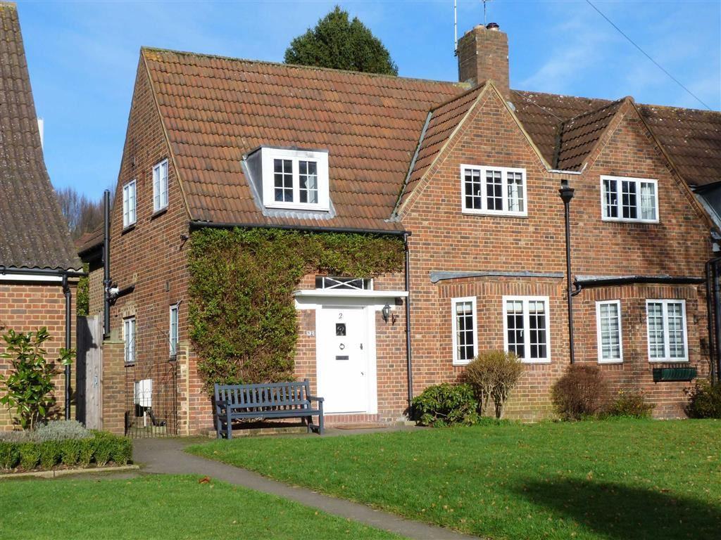 3 Bedrooms End Of Terrace House for sale in Brockett Close, West Side, Welwyn Garden City