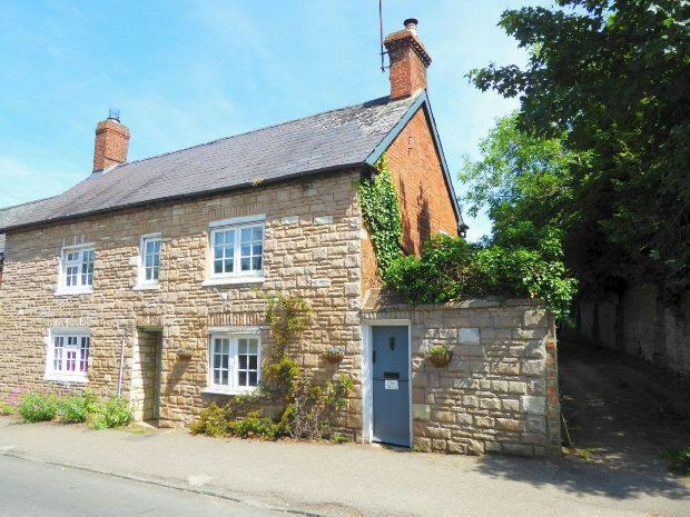 2 Bedrooms End Of Terrace House for sale in High Street, Culworth