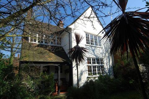 5 bedroom cottage for sale - Bigwood Road, NW11