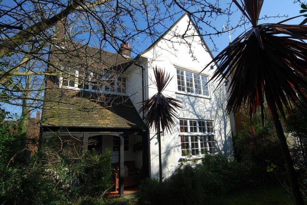 5 Bedrooms Cottage House for sale in Bigwood Road, NW11