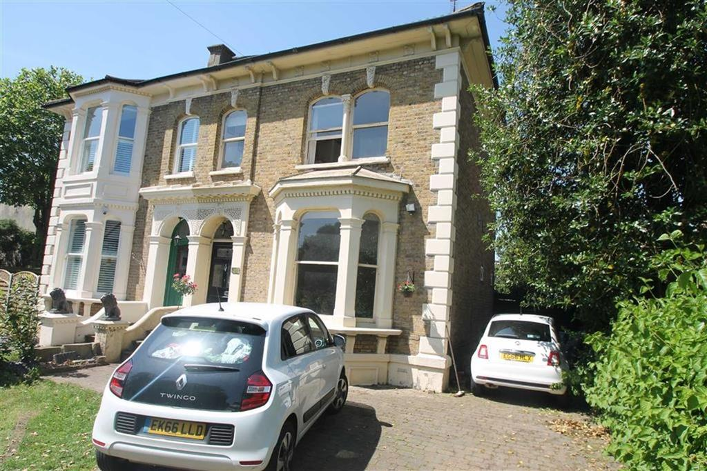 4 Bedrooms House for sale in Avenue Road, Westcliff On Sea, Essex