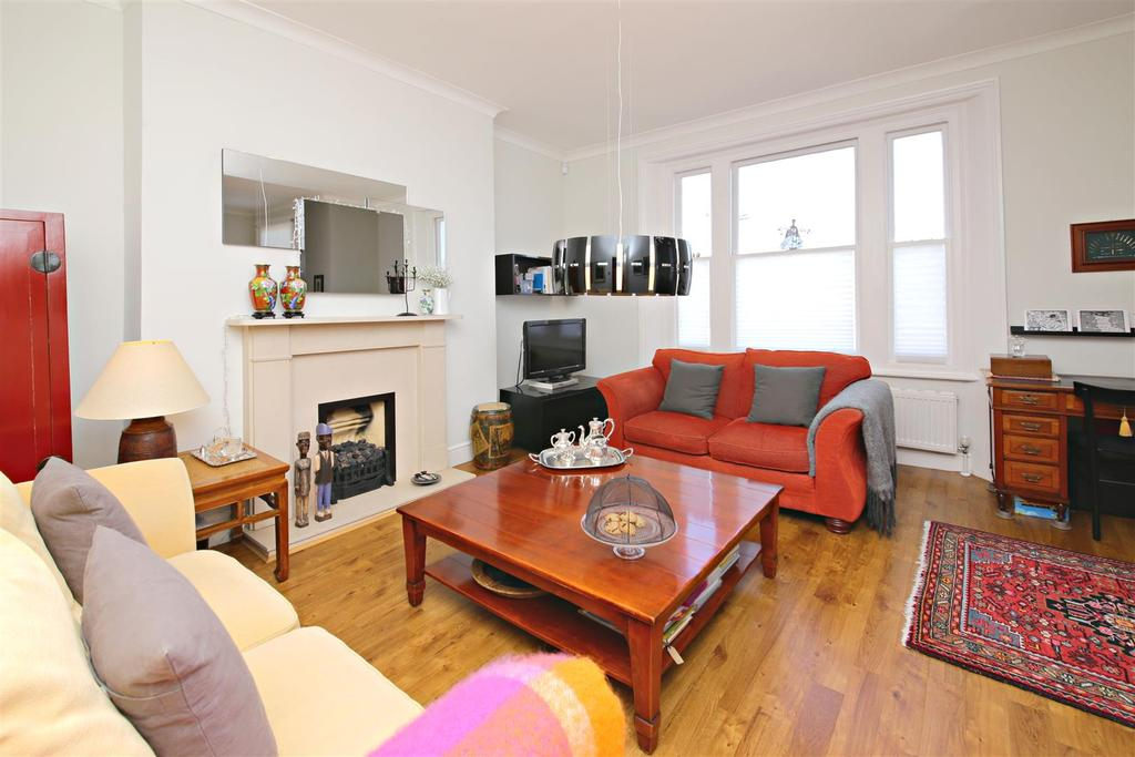3 Bedrooms Flat for sale in Bloomfield Road, Highgate, London