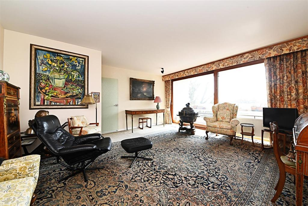 3 Bedrooms Flat for sale in Southwood Park, Southwood Lawn Road, London