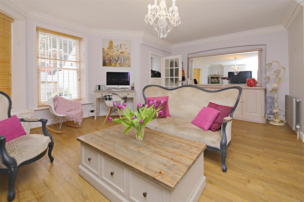 2 Bedrooms Apartment Flat for sale in Hillside Gardens, Highgate, London