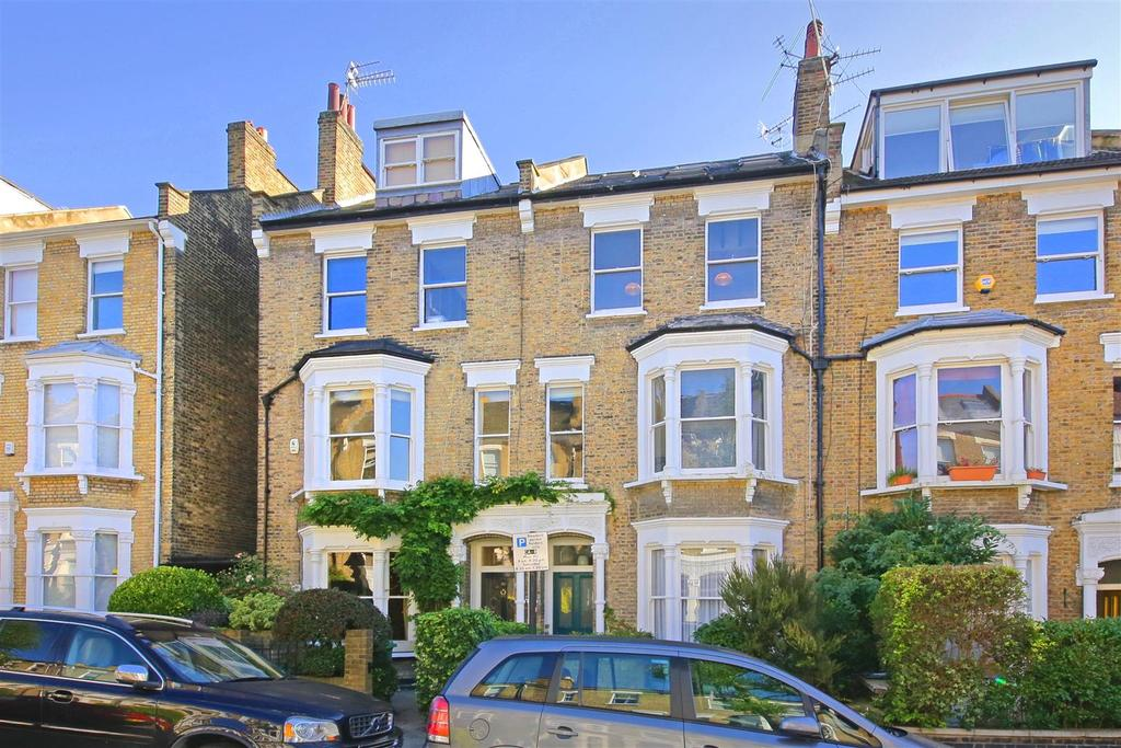 3 Bedrooms Triplex Flat for sale in Courthope Road, London