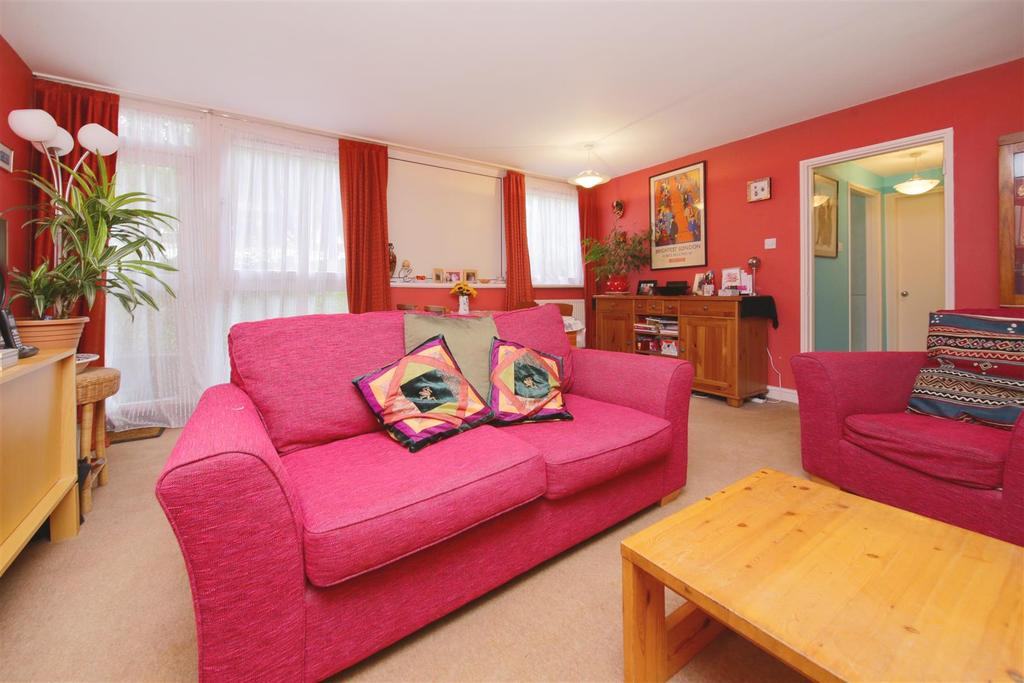 2 Bedrooms Flat for sale in Haverstock Road, London