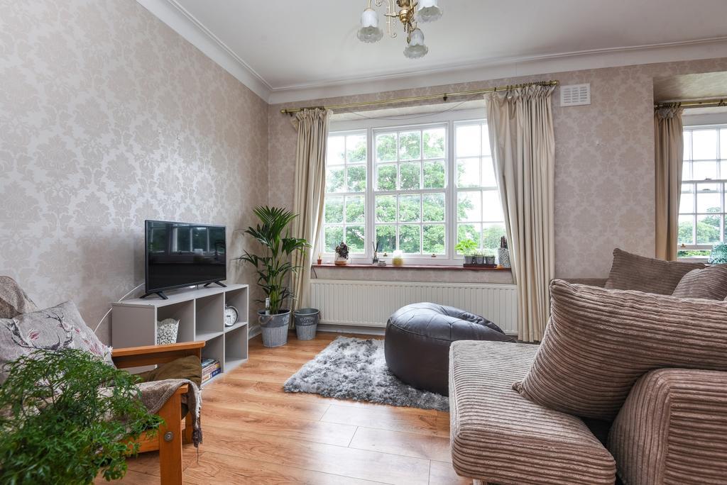 2 Bedrooms Flat for sale in Parkside, Blackheath, SE3