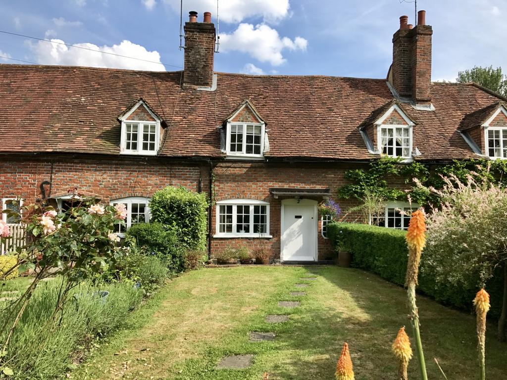 2 Bedrooms Cottage House for sale in The Green, Bisham