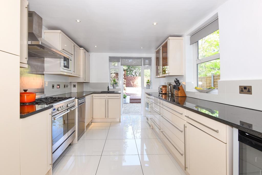3 Bedrooms Maisonette Flat for sale in Derwent Grove East Dulwich SE22