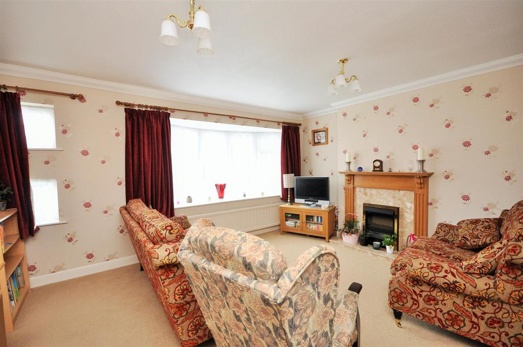 4 Bedrooms Semi Detached House for sale in Bramley Garth, Appletree Village, York, YO31 0PG