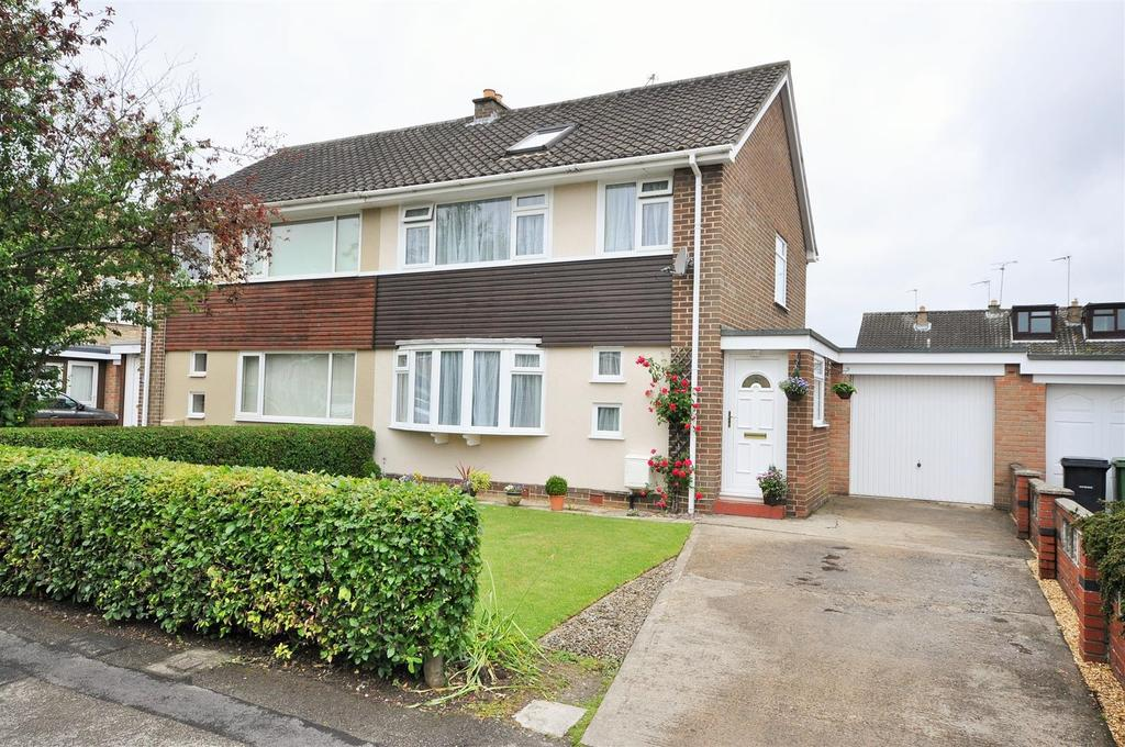 4 Bedrooms Semi Detached House for sale in Bramley Garth, Appletree Village, York