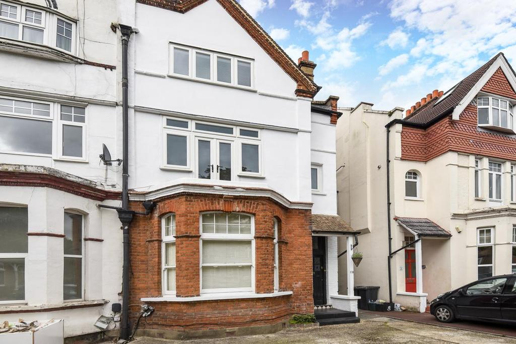 2 Bedrooms Flat for sale in Queen Anne Avenue, Bromley