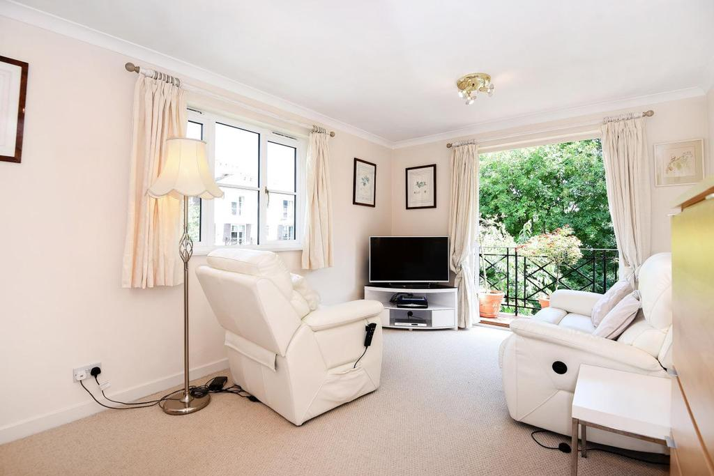 2 Bedrooms Flat for sale in Brompton Park Crescent, Fulham