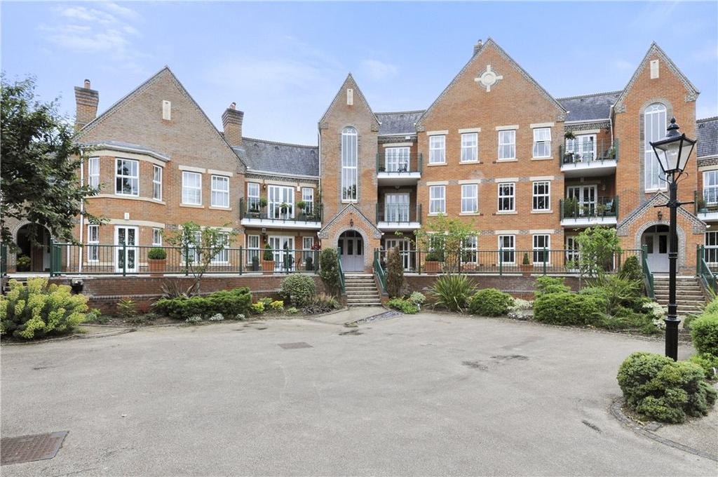 2 Bedrooms Flat for sale in Palmerstone Court, Virginia Water, Surrey, GU25