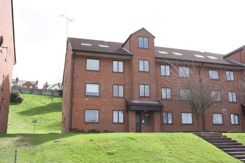 Studio to rent - Tippett Rise, Reading, Berkshire, RG2