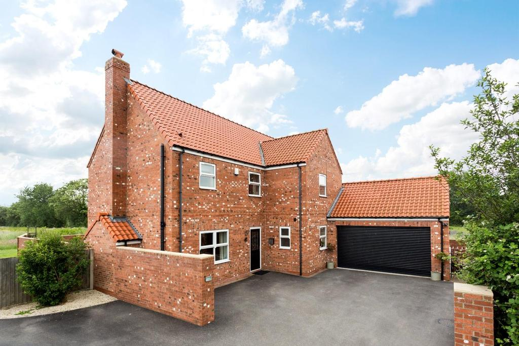 5 Bedrooms House for sale in Sand Lane, Osgodby, Selby