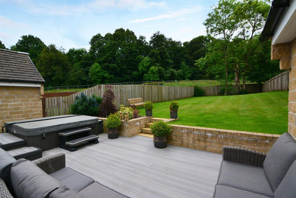 4 Bedrooms Detached House for sale in High Royds Drive, Menston, Ilkley