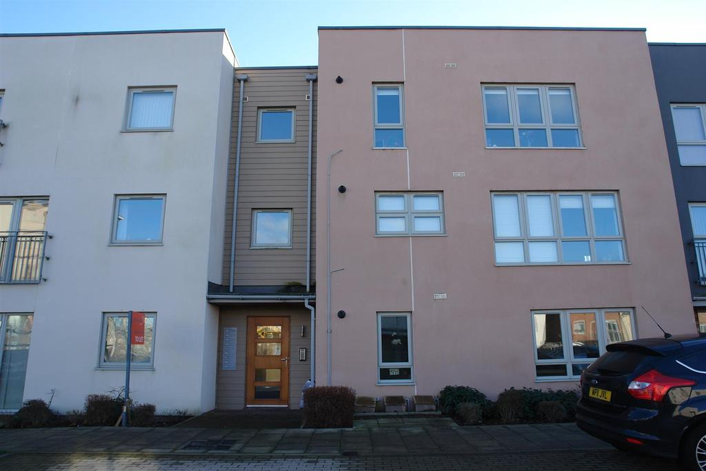2 Bedrooms Flat for sale in North Side, Gateshead
