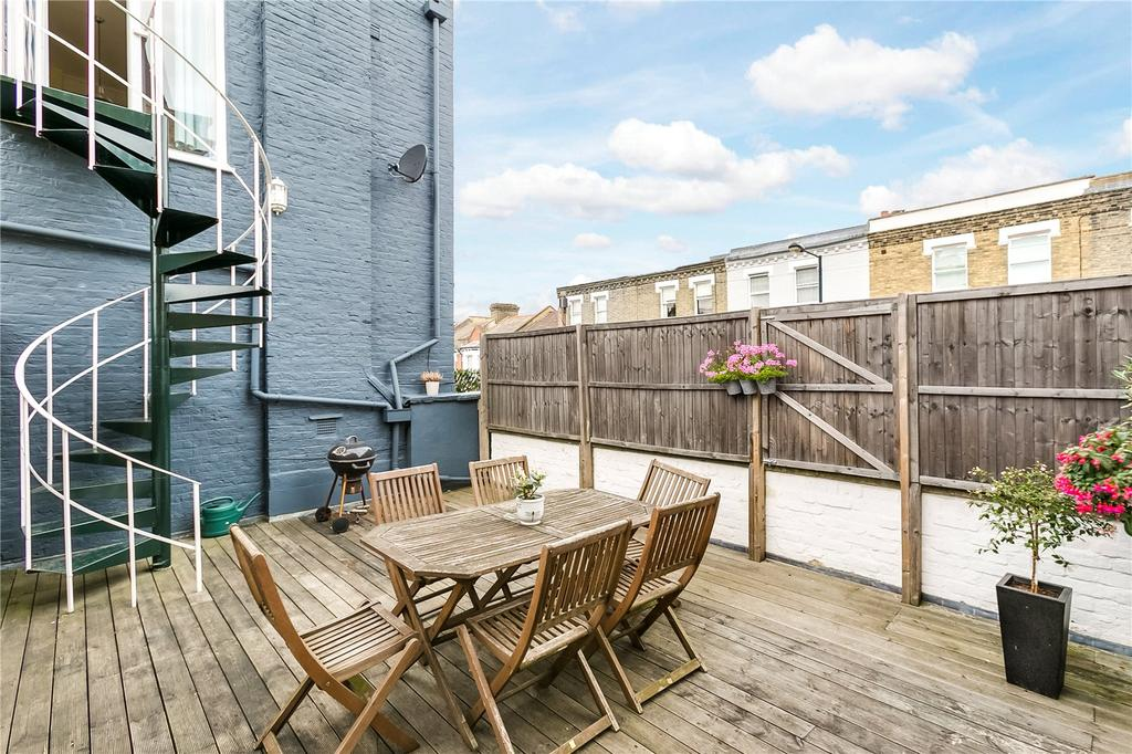 2 Bedrooms Flat for sale in Chesilton Road, Parsons Green, London