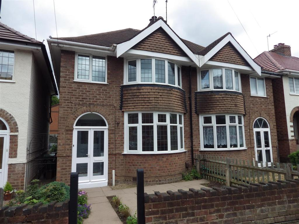 3 Bedrooms Semi Detached House for sale in Wrights Lane, Cradley Heath