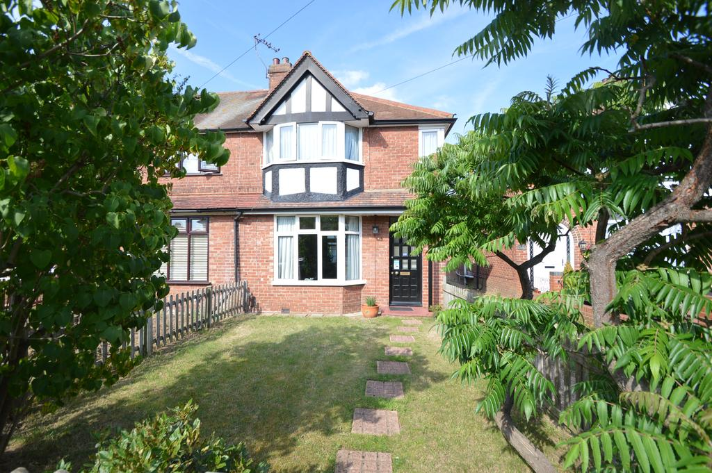 3 Bedrooms End Of Terrace House for sale in Garden Road, WALTON ON THAMES KT12
