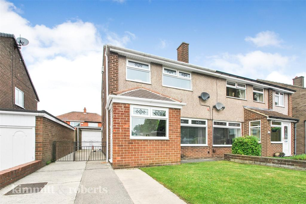 3 Bedrooms Semi Detached House for sale in Meadow Close, Houghton le Spring, Tyne and Wear, DH5