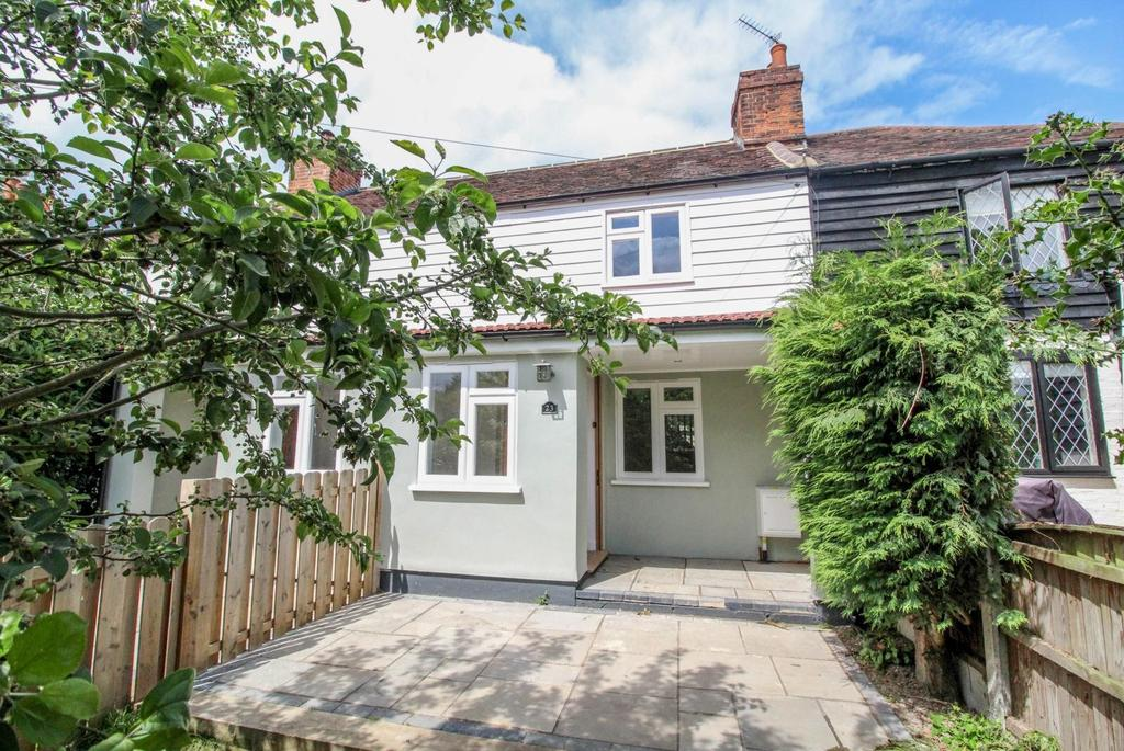 2 Bedrooms Cottage House for sale in Mores Lane, Bentley, Brentwood, Essex, CM14