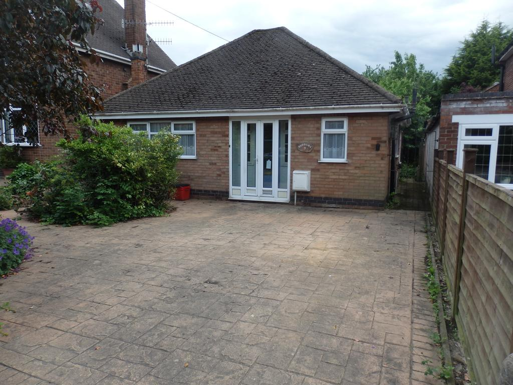 2 Bedrooms Detached Bungalow for sale in St Michaels Road, Warwick cv34