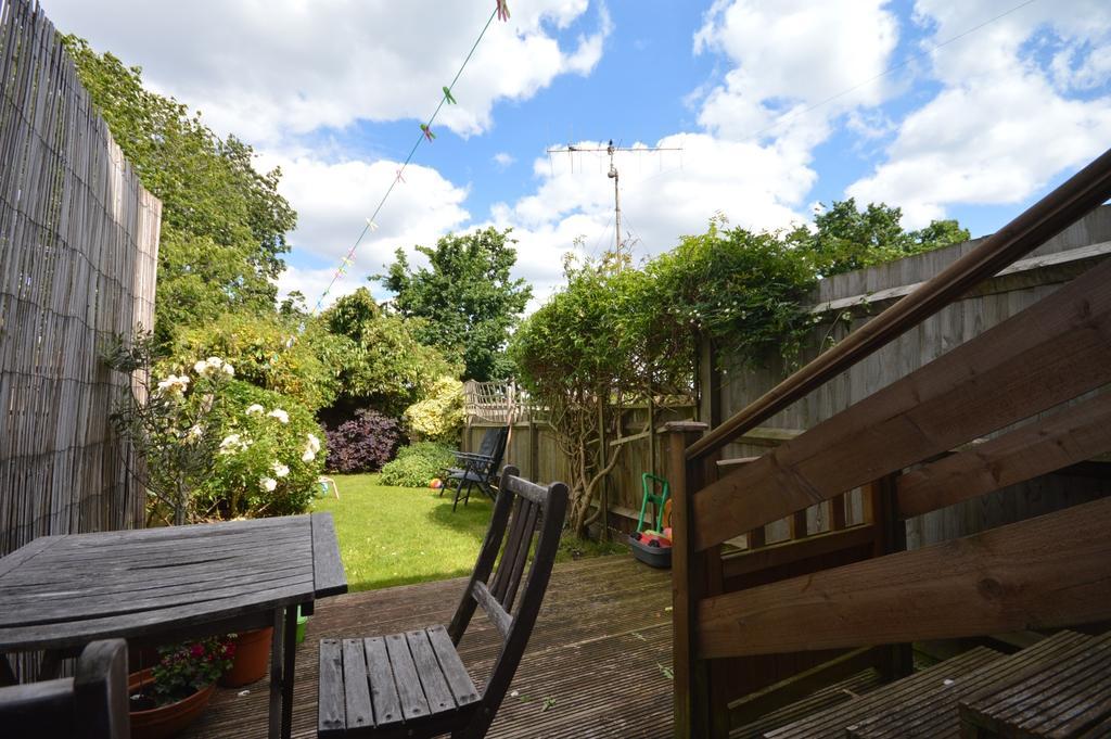 3 Bedrooms Flat for sale in Faversham Road London SE6