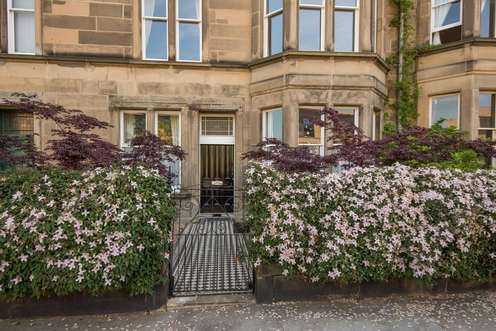 2 Bedrooms Flat for sale in 23 Lauderdale Street, Marchmont, EH9 1DF