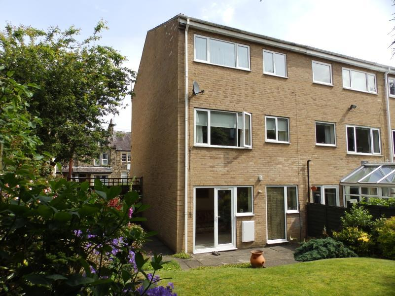 4 Bedrooms Town House for sale in REGENT ROAD, ILKLEY, LS29 9EA