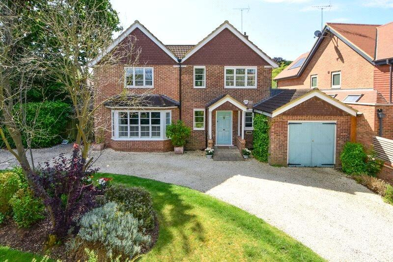 4 Bedrooms Detached House for sale in Mayfield Road, Weybridge, Surrey, KT13