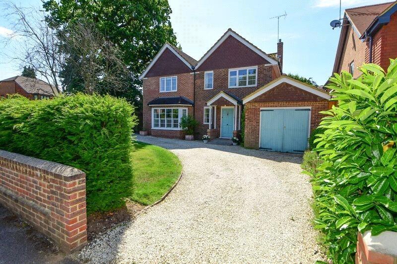 4 Bedrooms Detached House for sale in Mayfield Road, Weybridge, Surrey, KT13