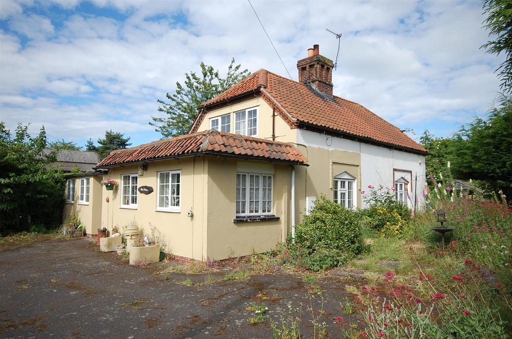 3 Bedrooms Cottage House for sale in Manor Lane, Shelford, Nottingham